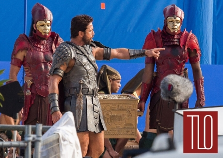gerard-butler-gods-egypt-movie-set-tom-lorenzo-site-tlo-1_zpsyckx92ai